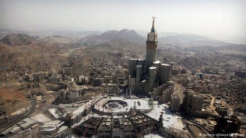 ابراج البیت نام برج و هتلی مجلل در مکه، عربستان سعودی است. سازندگان ساختمان گروه سعودی بن لادن (متعلق به خانواده اسامه بن لادن) است. معمار آن شرکت دارالهنداسه است. برج ۶۰۱ متری با بزرگترین ساعت جهان، بیننده را به یاد