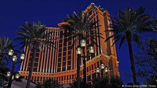 هتل پلاتسو در لاسوگاس آمریکا با فوارههای درون لابی و سنگهای گرانقیمت مرمر دارای سه هزار سوئیت بسیار لوکس است. ساخته این هتل یک میلیارد و هشت صد میلیون دلار هزینه برداشته است.