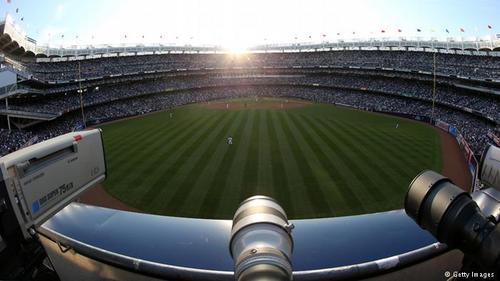 استادیوم یانکی نیویورک در سال ۱۹۲۳ ساخته شده که جای آن را استادیوم مدرن و جدیدی گرفت. هزینه ساخت آن یک میلیارد و ۵۰۰ میلیون دلار بوده است.