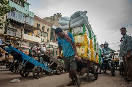 کارگر باربر در شهر دهلی