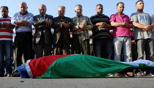 تشییع پیکر یک مرد 38 ساله فلسطینی که به ضرب گلوله نیروهای اسراییل کشته شده است – کرانه غربی