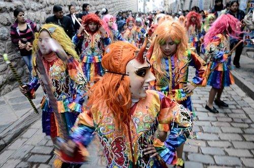 کارناوال خیابانی سالانه در پرو
