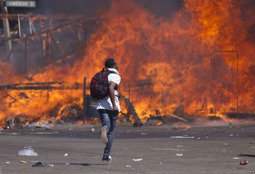 تظاهرات مخالفان دولت زیمبابوه علیه تغییرات قانون انتخابات در شهر حراره