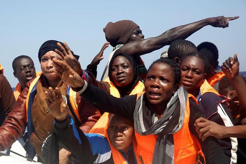 نجات پناهجویان آفریقایی تبار عازم اروپا در دریای مدیترانه