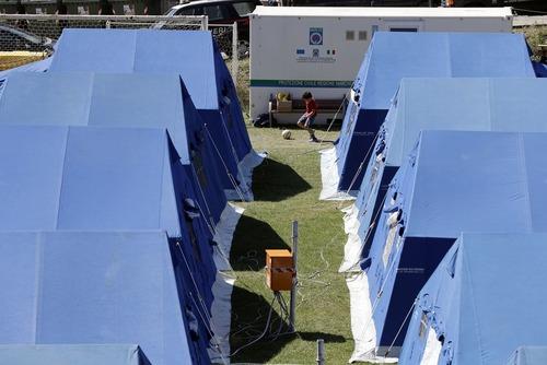 اردوگاه اسکان موقت زلزله زدگان در ایتالیا