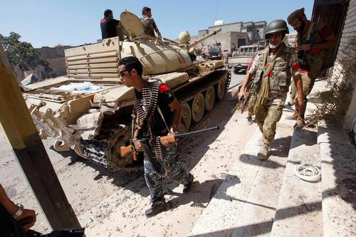 پیشروی نیروهای دولتی لیبی به سمت مواضع داعش در حومه شهر سرت