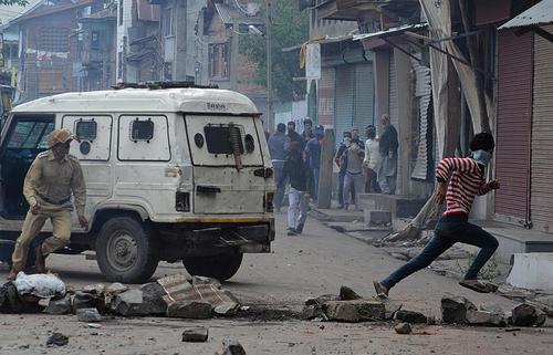 درگیری پلیس هند با معترضان در کشمیر