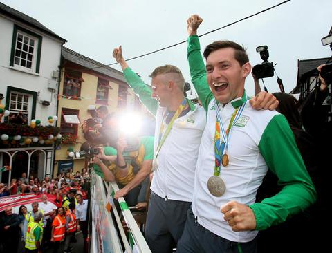 استقبال از دو برادر قهرمان و مدال آور المپیک در شهر کورک در جمهوری ایرلند