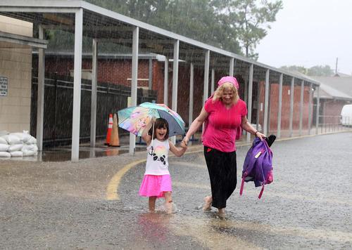 باران سیل آسا در شهر پینِلاس شمالی در ایالت فلوریدا آمریکا