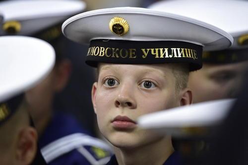 گوش دادن به سخنرانی ولادیمیر پوتین در مدرسه نیروی دریایی در ولادی وستک روسیه
