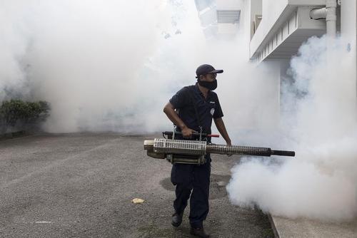 سم پاشی علیه پشه های ناقل ویروس زیکا در کوالالامپور مالزی