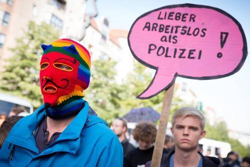 تظاهرات یک جنبش چپگرا در برلین آلمان علیه سیاست های دولت آلمان در زمینه اشتغال