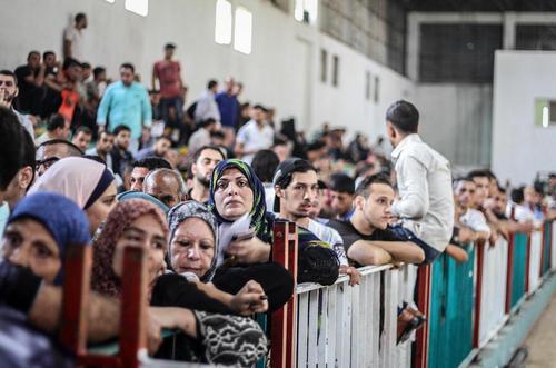 صف ورود شهروندان غزه ای به مصر در گذرگاه مرزی رفح