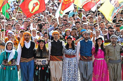 تظاهرات کردها در شهر کلن آلمان در اعتراض به حمله نظامی ترکیه به مواضع کردهای سوریه