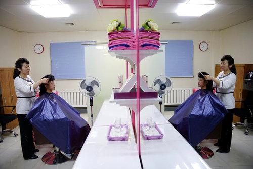 آرایشگاهی در شهر پیونگ یانگ کره شمالی