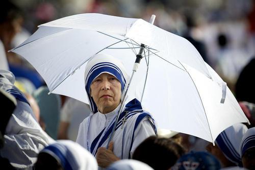 مراسم تقدیس مادر ترزا در واتیکان