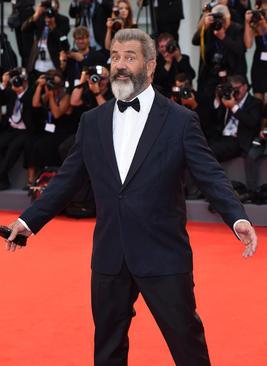 مل گیبسون هنرپیشه مشهور هالیوود در فرش قرمز جشنواره فیلم ونیز