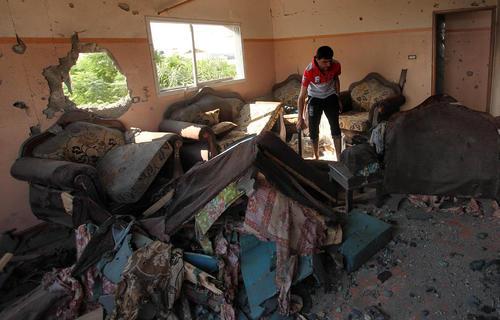 تخریب خانه یک فلسطینی در غزه با گلوله تانک اسراییلی
