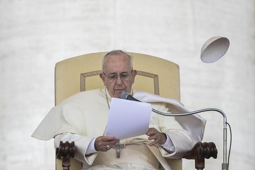 باد و کلاه پاپ – واتیکان