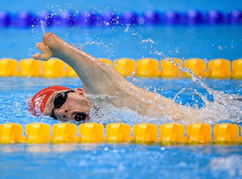 شناگر بریتانیایی در حال رقابت در مسابقات شنا پاراالمپیک ریو