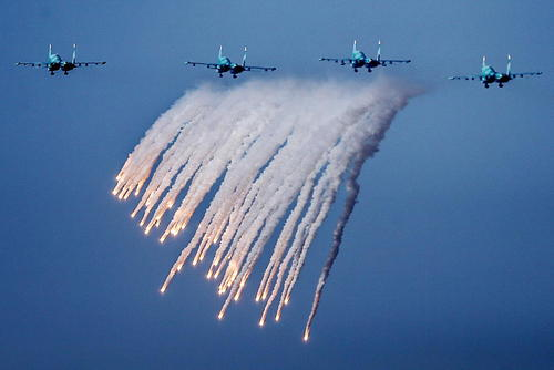 رزمایش جنگنده ها و نیروهای نظامی روسی در شبه جزیره کریمه
