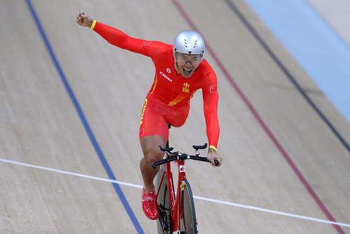شادمانی دوچرخه سوار چینی از کسب قهرمانی در مسابقات 3 هزار متر – پاراالمپیک