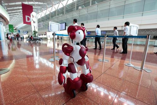 کار روبات انسان نمای شرکت هیتاچی ژاپن در ترمینال شماره دو فروگاه توکیو