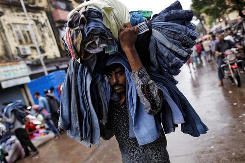 بازار لباس های دست دوم در بمبئی هند