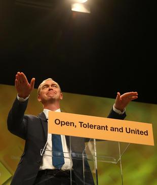 سخنرانی تیم فارون رهبر حزب لیبرال دموکرات بریتانیا در کنفرانس پاییزه این حزب در شهر برایتون