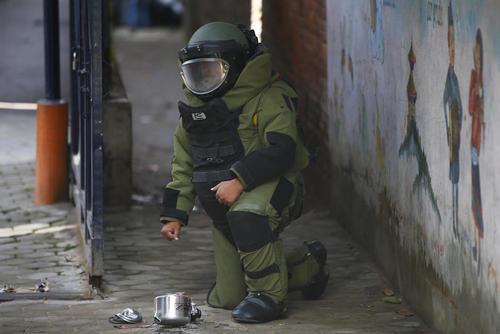 خنثی کردن دو بمب کار گذاشته شده در دو زودپز کوچک در مدرسه ای در کاتماندو نپال