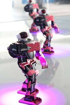 رقص همزمان 8 روبوت در موزه علم و تکنولوژی شهر بینژو چین