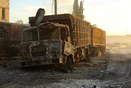 حمله هوایی به کامیون های سازمان ملل حامل کمک های بشر دوستانه به مردم شهر حلب سوریه . دولت آمریکا، روسیه را متهم به حمله کرده ولی مسکو این اتهام را رد کرده است