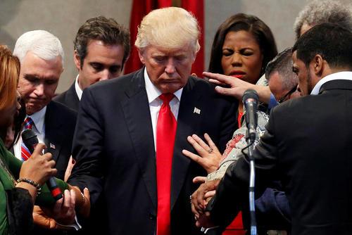 مراسم دعای دونالد ترامپ با روحانیون و اعضای یک فرقه مذهبی در کلیولند اوهایو