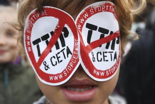 تظاهرات بر ضد توافقنامه تجارت فراآتلانتیک بین اروپا و آمریکا – بروکسل