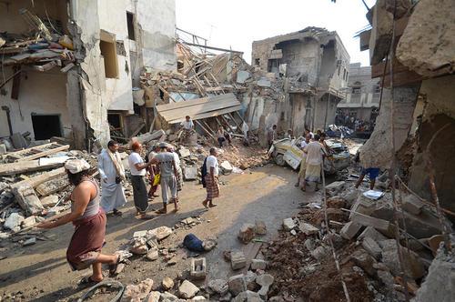 حمله هوایی عربستان سعودی به منازل مسکونی و کارخانه ها در بندر حدیده یمن و شهر صنعا