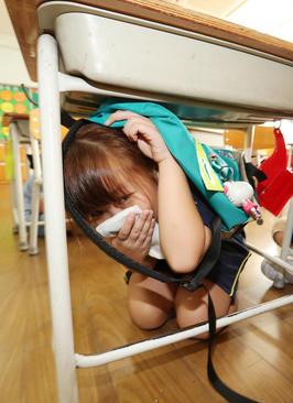 مانور ایمنی در برابر زلزله در مدرسه ای در شهر سئول