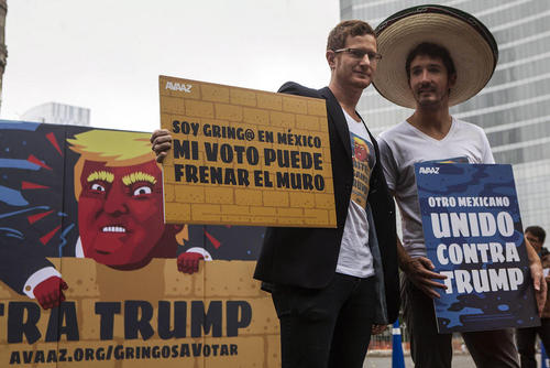 تظاهرات مخالفان دونالد ترامپ نامزد جمهوریخواه انتخابات ریاست جمهوری آمریکا در شهر مکزیکو سیتی با شعار به ترامپ رای ندهید. ترامپ گفته است در صورت پیروزی در انتخابات دیواری در مرز آمریکا و مکزیک خواهد ساخت