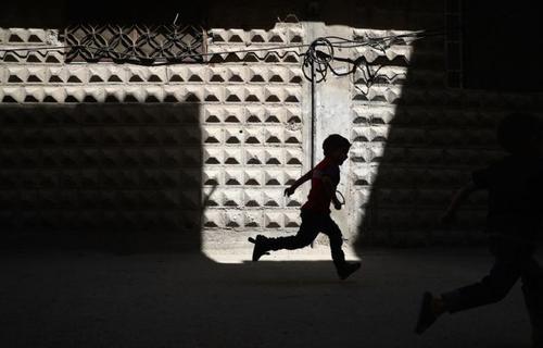 سوریه - یکی از محله های منطقه دوما در نزدیکی دمشق که هم اکنون تحت کنترل مخالفان مسلح است - خبرگزاری فرانسه