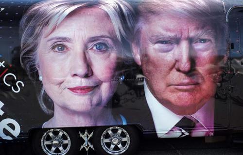 تبلیغات انتخابات ریاست آمریکا بر روی یک خودرو در نیویورک  - خبرگزاری فرانسه