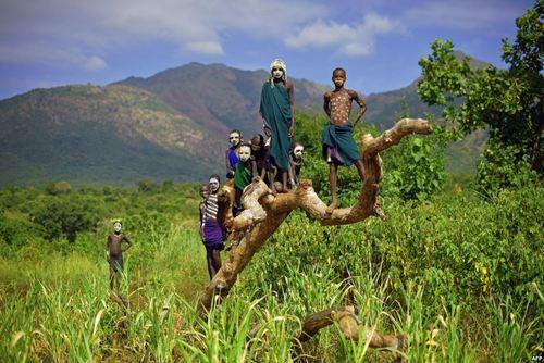 افراد قبیله سوری در دره
