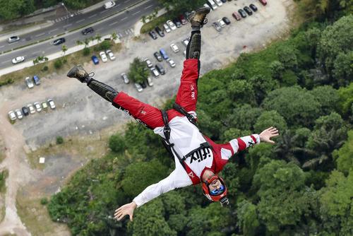 مسابقات بین المللی پرش از ارتفاع 300 متری برج پتروناس شهر کوالالامپور مالزی