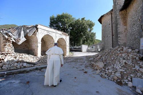 بازدید پاپ فرانسیس از شهر زلزله زده آماتریجه ایتالیا