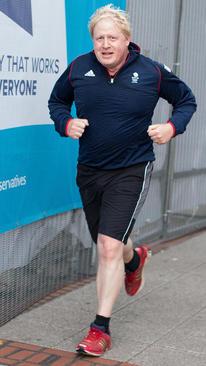 ورزش صبحگاهی بوریس جانسون وزیر امور خارجه بریتانیا در حاشیه سومین روز برگزاری کنفرانس سراسری حزب محافظه کار بریتانیا - بیرمنگام