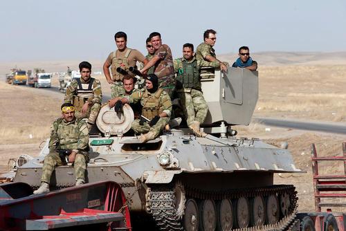 نیروهای پیشمرگه کرد در حال اعزام به جبهه نبرد موصل