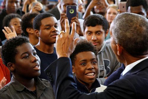 سخنرانی اوباما در جمع دانش آموزان یک دبیرستان در واشنگتن