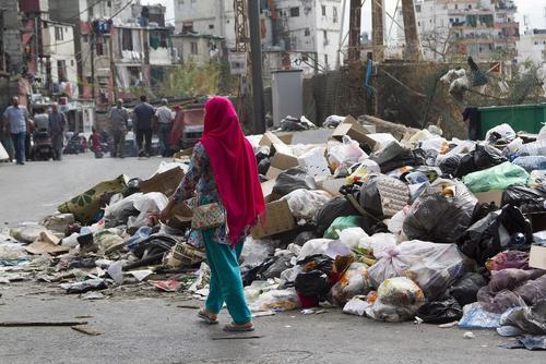 ادامه بحران جمع آوری زباله در شهر بیروت