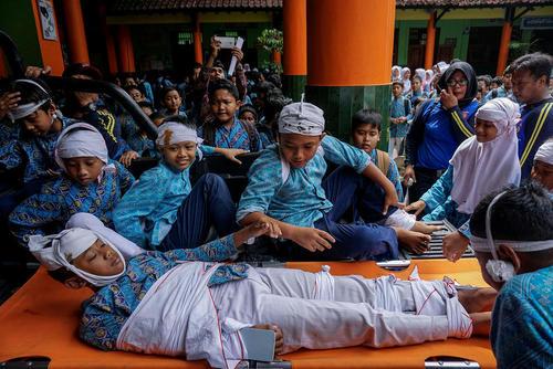 مانور ایمنی در برابر زلزله برای دانش آموزان اندونزیایی – جزیره یوگیوکارتا
