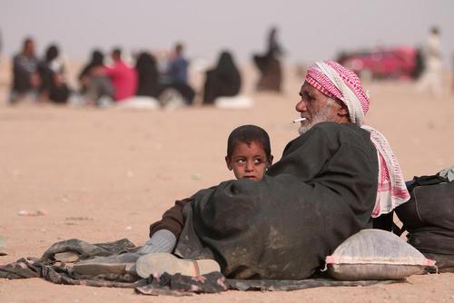 پناهجویان عراقی گریخته از جنگ موصل در مرز سوریه