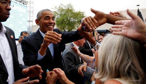 حضور باراک اوباما در جمع حامیان خانم هیلاری کلینتون در شهر لاس وگاس برای سخنرانی