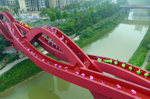 یک پل عابر پیاده در شهر چانگشا چین